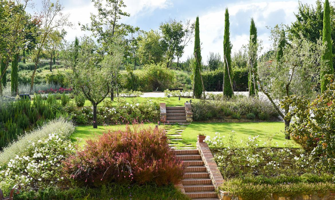 Il pozzo luxury villa in tuscany for Gardens and villa