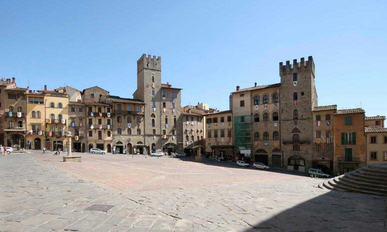 Arezzo piazza is near Il Pozzo, a luxury villa in Tuscany