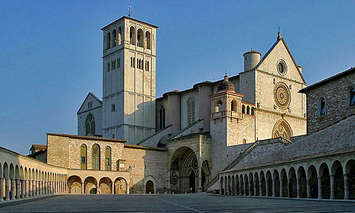 Assisi church is near Il Pozzo, a luxury villa in Tuscany