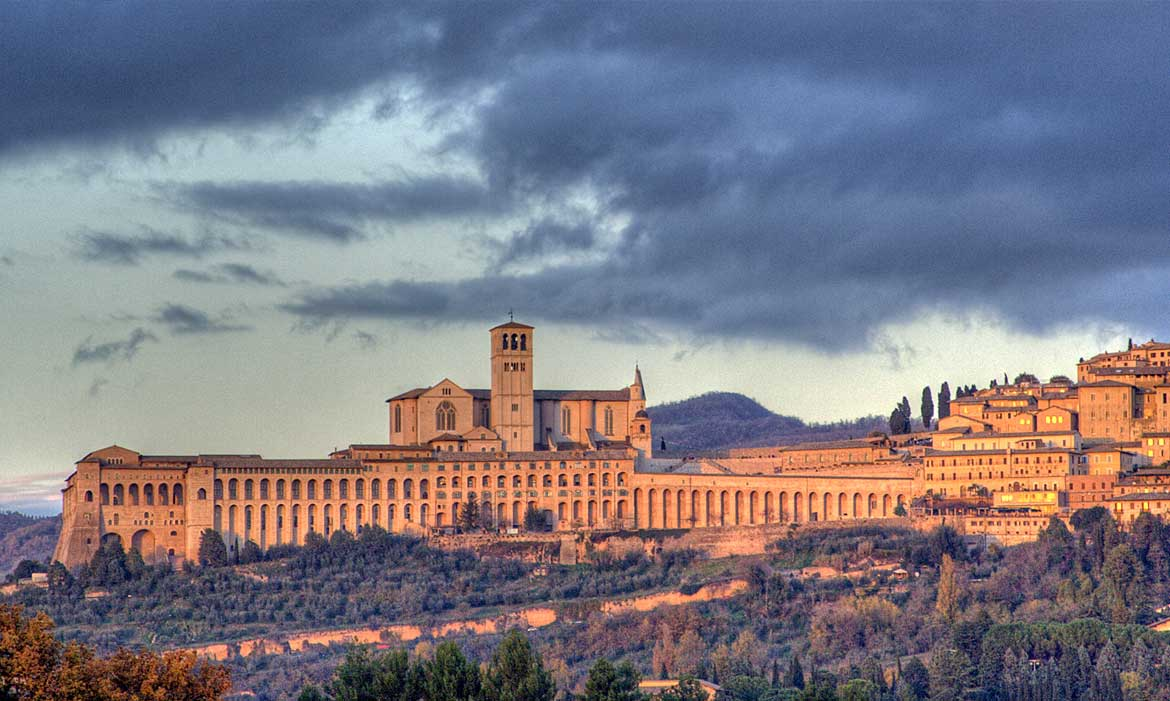 Assisi is near Il Pozzo, a luxury villa in Tuscany