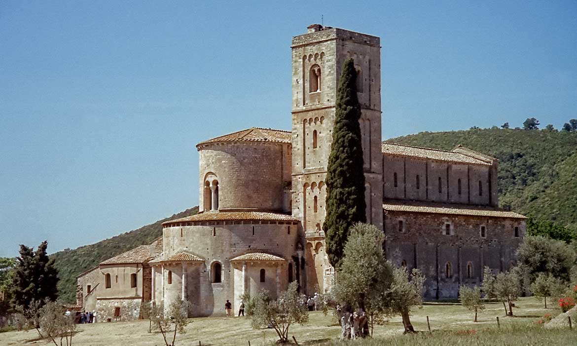 Montalcino church is near Il Pozzo, a luxury villa in Tuscany